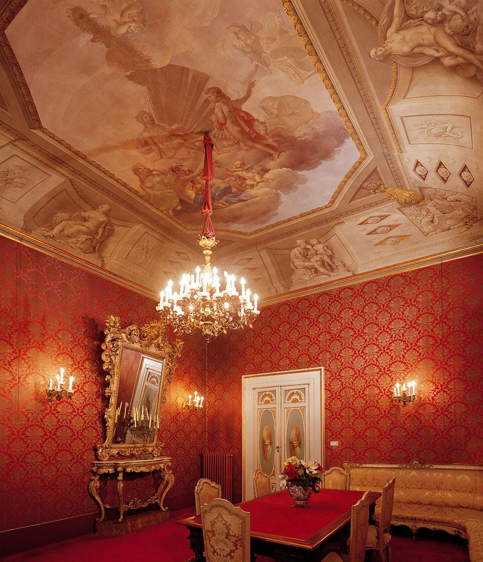 Salotto monumentale rosso, Palazzo Borghese, location per eventi a Firenze