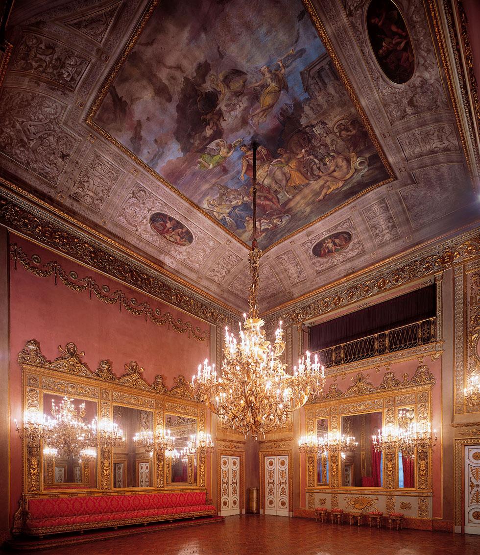 Sala degli specchi, affreschi, lampadari, cene e aperitivi, specchi dorati, Palazzo Borghese, location per eventi a Firenze