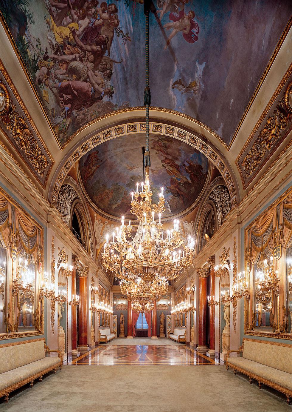 Galleria monumentale, sala da ballo, ricevimenti, cene, 200 ospiti, affreschi e lamapdari, Palazzo Borghese, location per eventi a Firenze