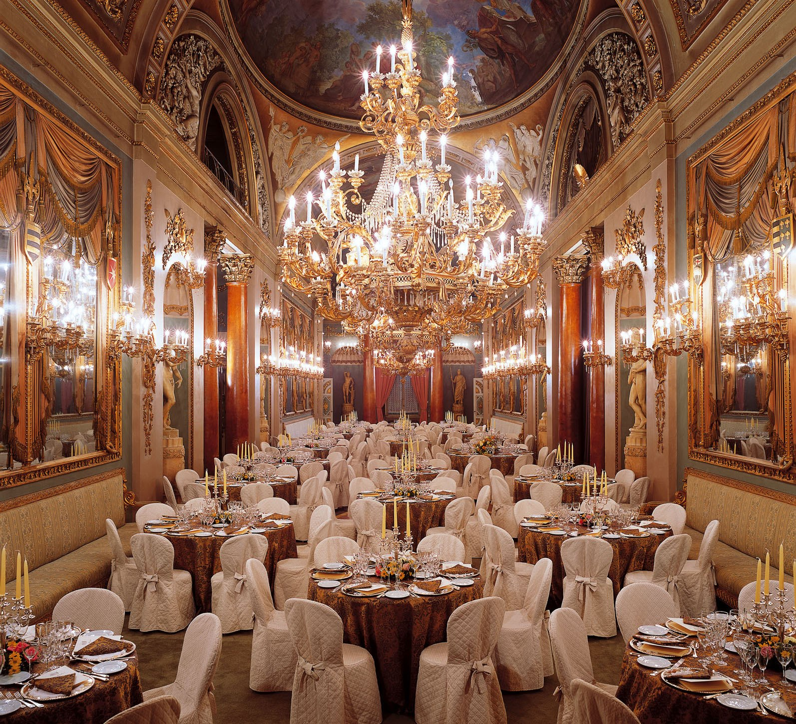Elegant dinners, 200 guests, monumental Hall, events venue, Palazzo Borghese Florence